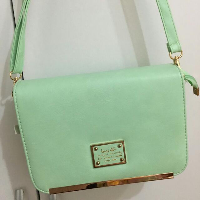 【代售】價可議!碧綠側背小皮包