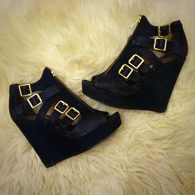 Black and Gold Wedge