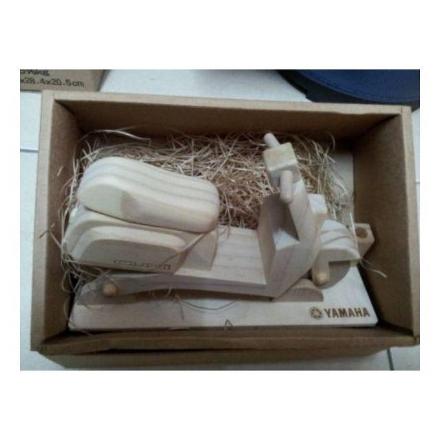 YAMAHA原廠限量 木製 CUXI機車 模型筆座