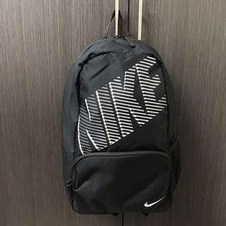 保留中 !Nike 後背包