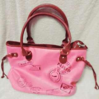 粉色側背包