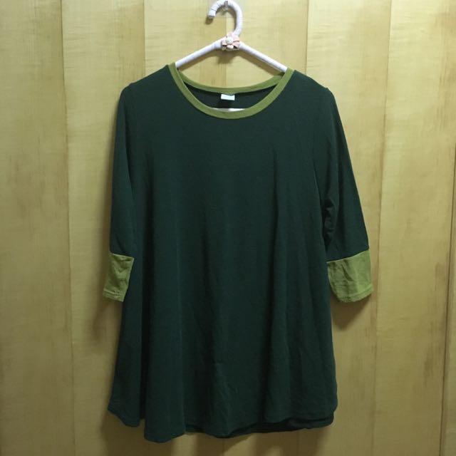 墨綠色拼接七分袖上衣