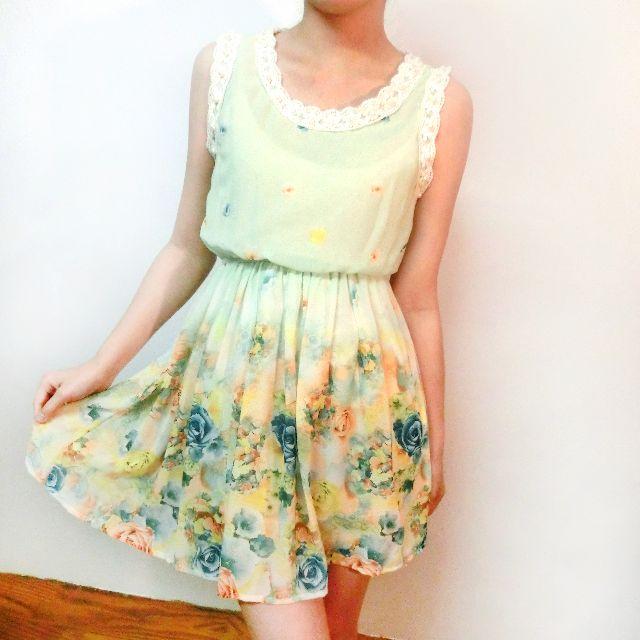珍珠領花卉洋裝