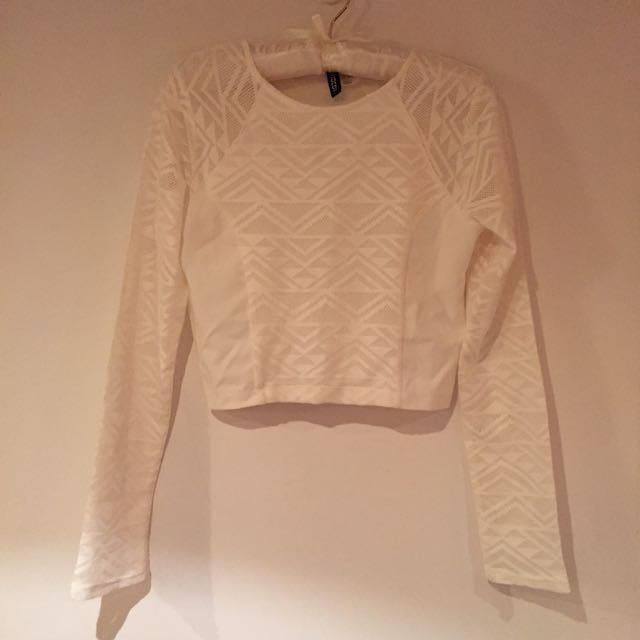H&M白色鏤空幾何短版長袖上衣