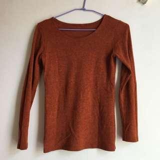 橘紅色U領針織衣