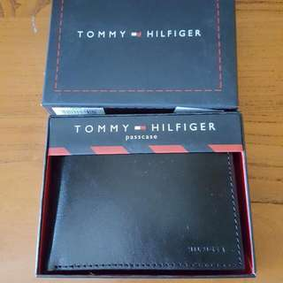 AUTHENTIC TOMMY HILFIGER WALLET - BLACK PASSCASE (BRAND NEW)