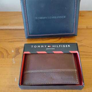 AUTHENTIC TOMMY HILFIGER WALLET PASSCASE (BRAND NEW)