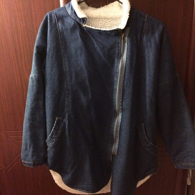 深藍牛仔外套