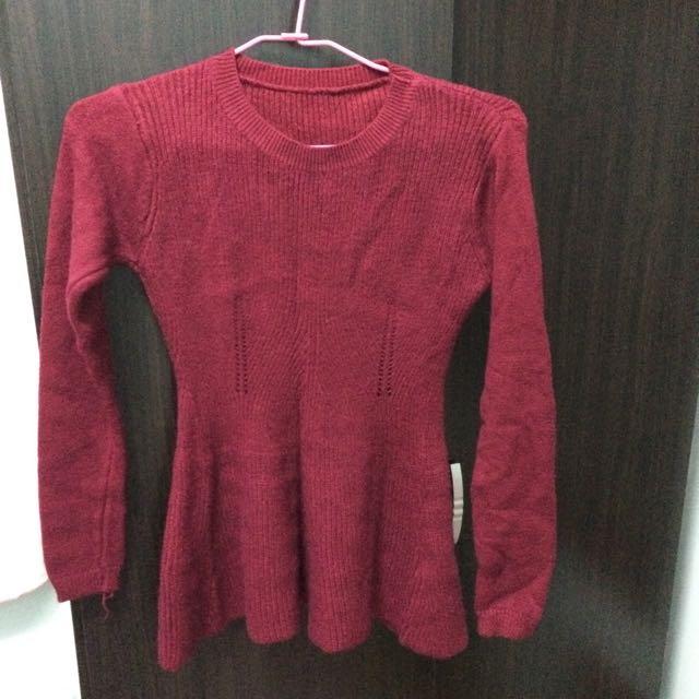 酒紅色針織上衣