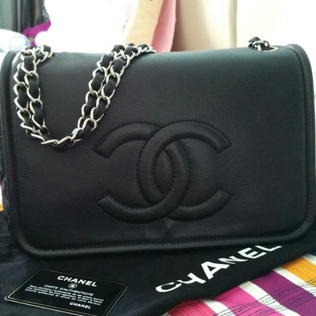 7a40c99a33c6 Chanel Timeless Classic Flap Bag, Luxury on Carousell