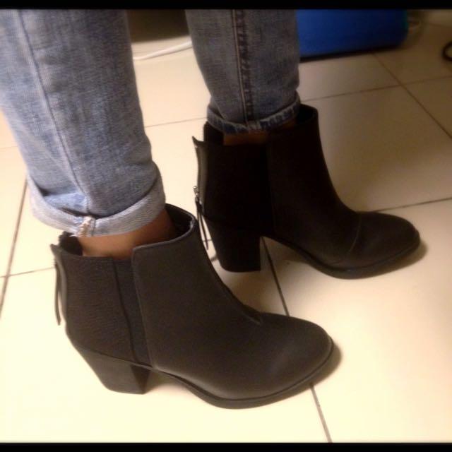 H&M黑色皮質高跟拼接踝靴