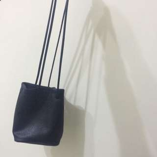 (保留中)黑色荔枝皮水桶包