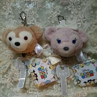 (全新限量)迪士尼達菲熊&雪莉梅鑰匙/票卡證件悠遊卡一卡通伸縮扣