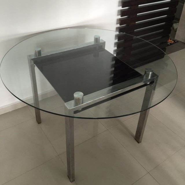 Tampered Glass Beautiful Dining Table From Courts