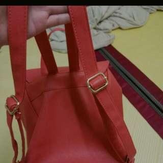 紅色後背包