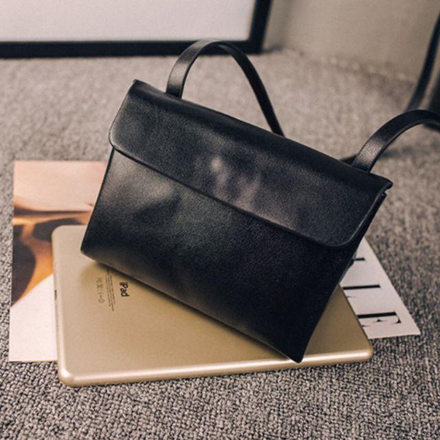 黑色斜背小包