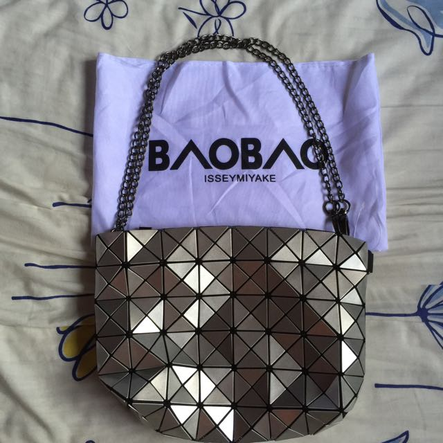 040e7a37f995 Inspired Brand New Bao Bao Issey Miyake Metal Sling Bag (Slightly ...