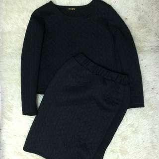1 Set Skirt + Sweater