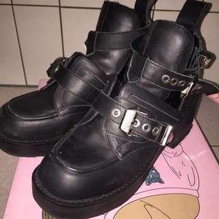 Jeffrey Campbell 鏤空金屬厚底鞋