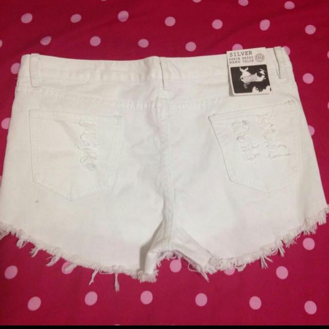 白色刷破短褲