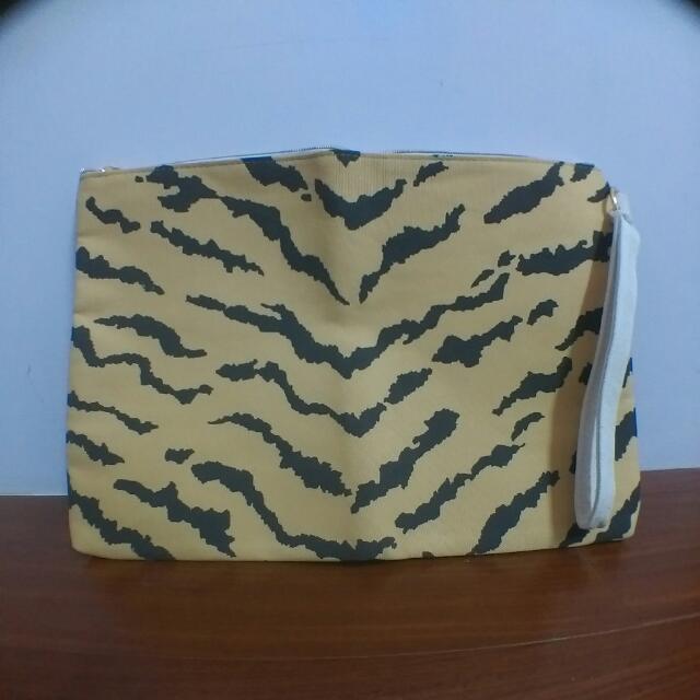 ✨雜誌-老虎紋大手拿拉鍊包