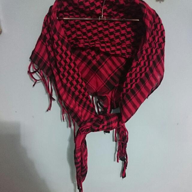 近全新紅色千鳥格紋流蘇方巾絲巾圍巾披肩