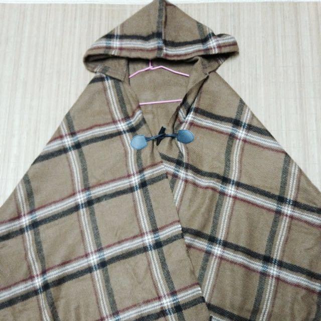 經典牛角釦羊毛披肩連帽斗篷
