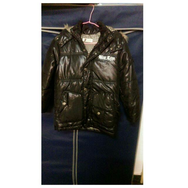 黑色保暖外套