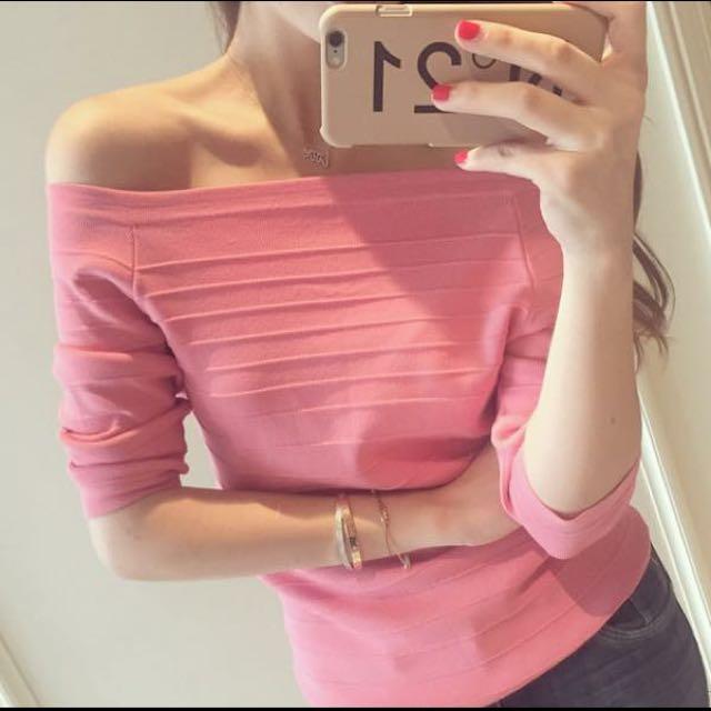 粉紅色 上衣 可斜肩穿 可ㄧ字領