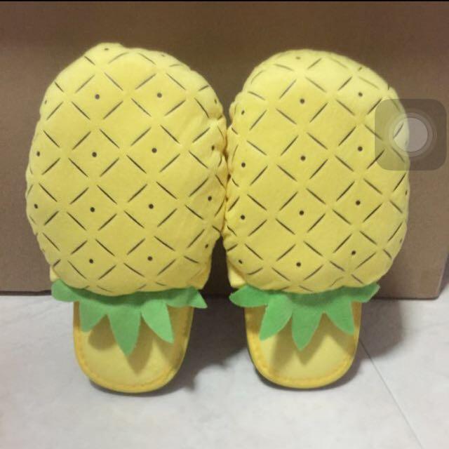 BNIB Pineapple Bedroom Slippers, Men's