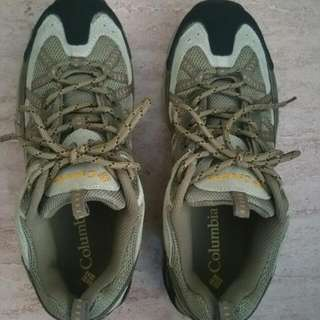New Colombia Hiking Shoe  US 8