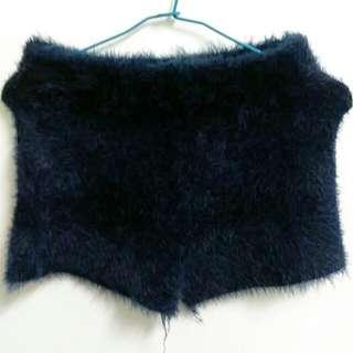 藍色毛毛短褲