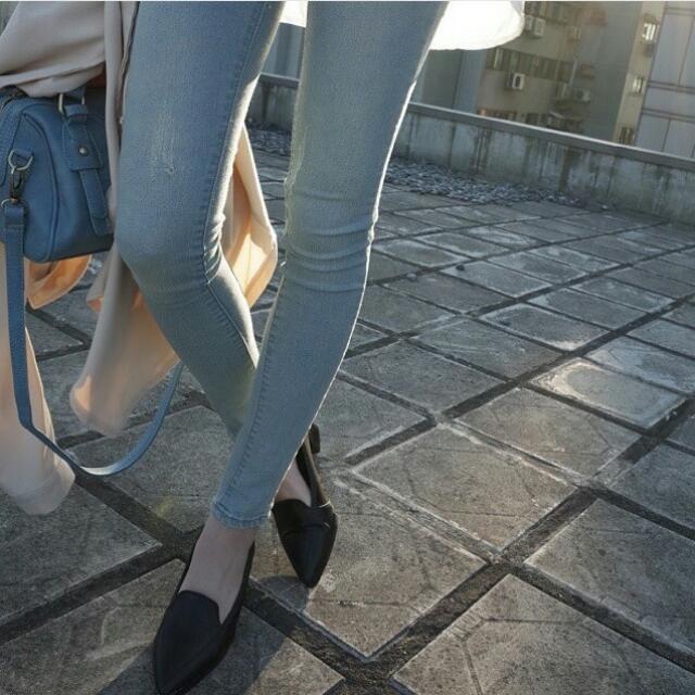 刷白色美腿牛仔褲