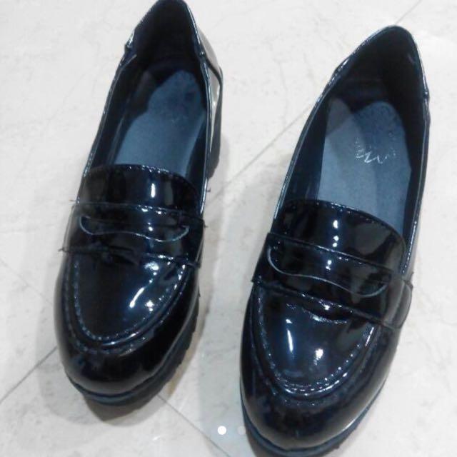 黑色漆皮樂福鞋