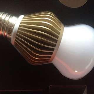 TSMC台積電LED球泡燈燈泡暖白光(黃光)11W全新未使用