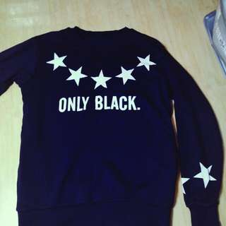 黑色 大學T 星星