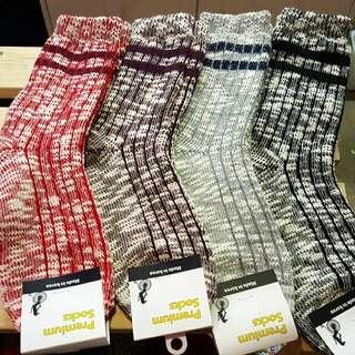 。羊毛 韓國 運動 混色 配黑武士 襪子 情侶襪