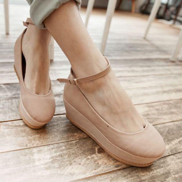 甜美荷蘭風楔型厚底踝帶素色圓頭包鞋