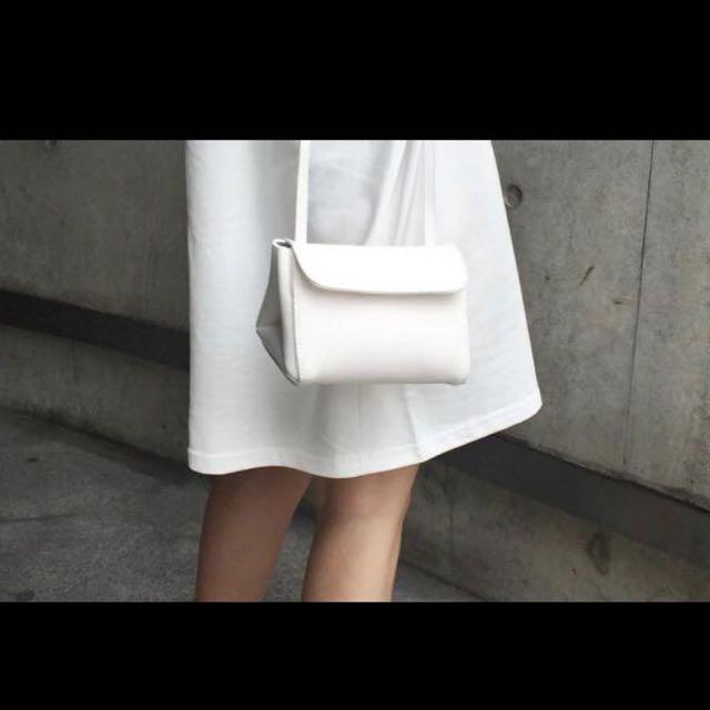 白色肩背小包包