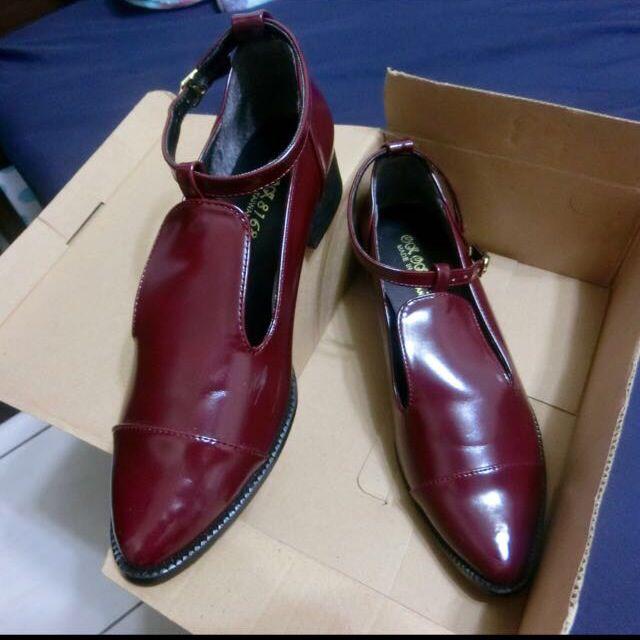(保留)全新酒紅色尖頭鞋(含運)