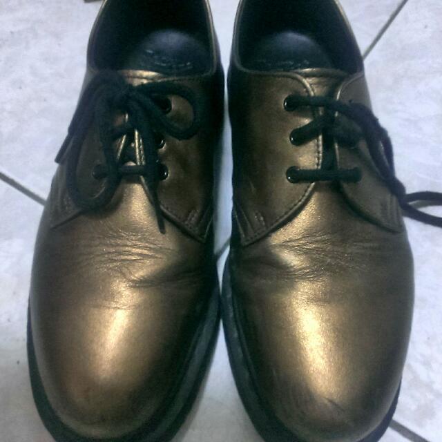 Dr. Martens 金色鞋