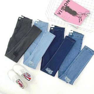 🙋🏻💖Knee Ripped Skinny Jeans (high waist) Pencil type - cutting runs small