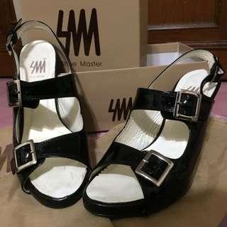 SM Shoe Master 黑色漆皮高跟涼鞋