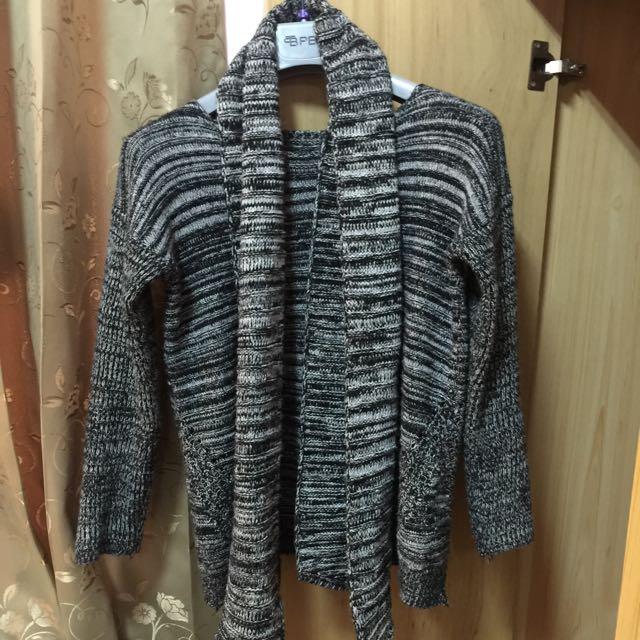 灰色針織上衣