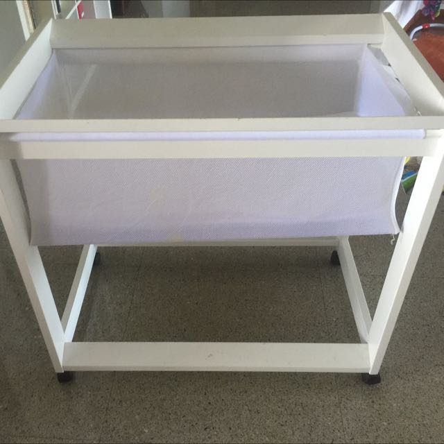 Boori White Bassinet