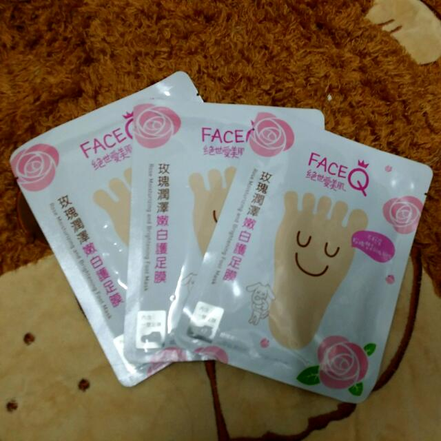 FACEQ*玫瑰潤澤嫩白護足膜3片
