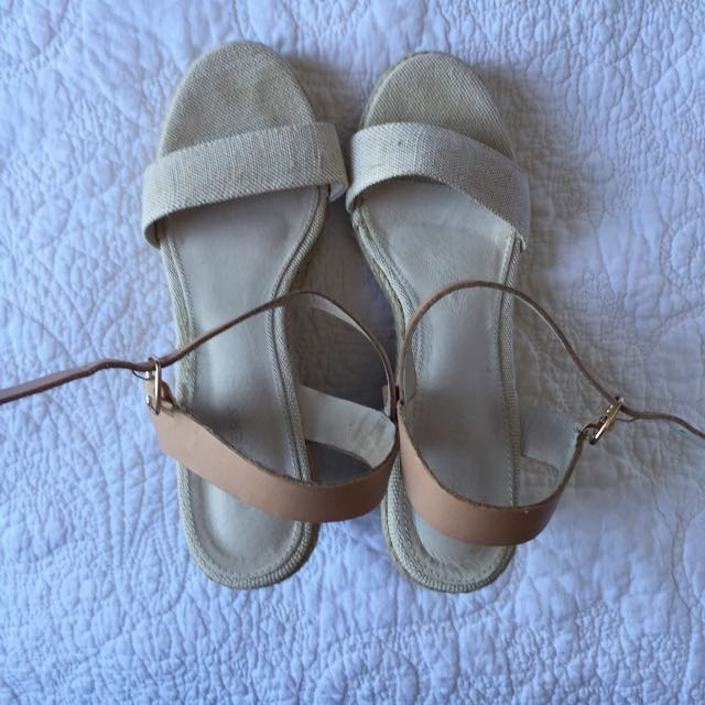 Size 9 Witchery Summer Wedges