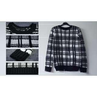 錯縱格紋厚版造型圓領長袖毛衣