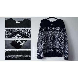 時尚雪花織紋深V領厚毛衣