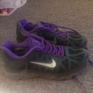 Nike Air Maxs Size 7